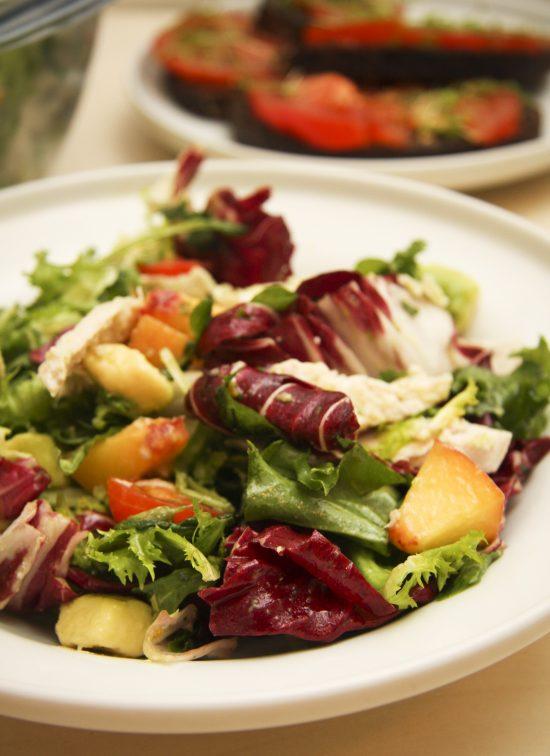 visatas-avokado-persiku-salati