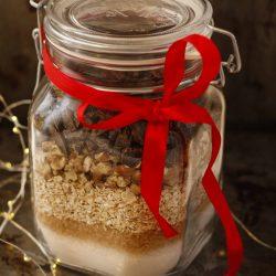 Dāvana burciņā. Auzu pārslu cepumi ar šokolādi